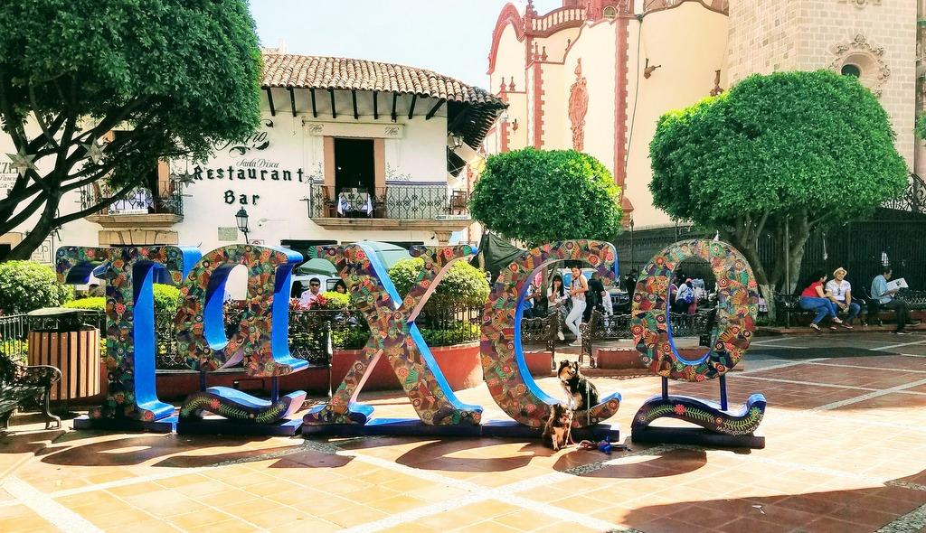 zocalo-taxco-mexico